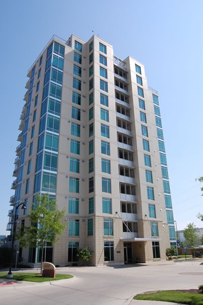 riverfront-place-tower-condos_600